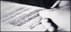 main qui signe un contrat mixte