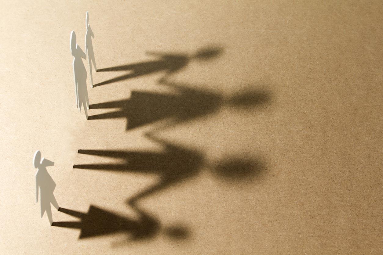 illustration deuil famille ombre en papier